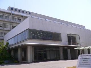 鶴見キャンパス図書室外観
